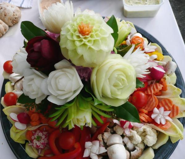 Dip-Platte mit Blumen