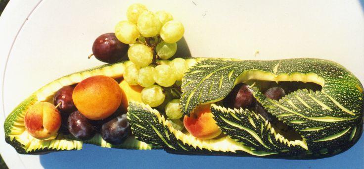 Zucchettischale mit Früchten