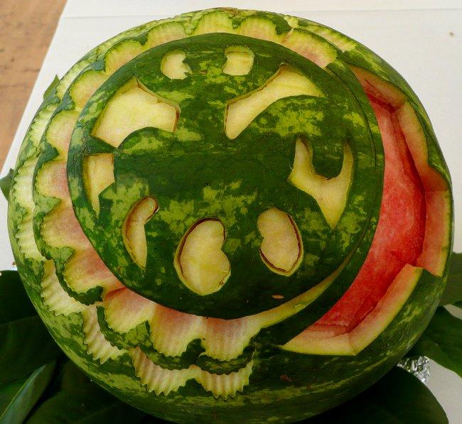 Melone mit geschnitztem IPV Logo