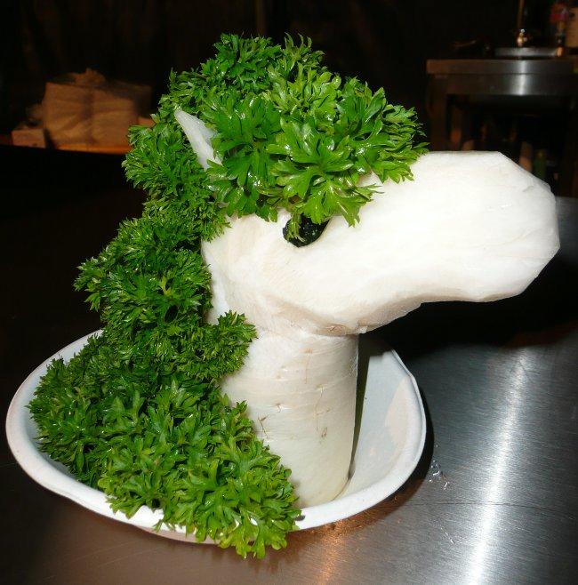 Pony aus Rettich mit Peterli Mähne